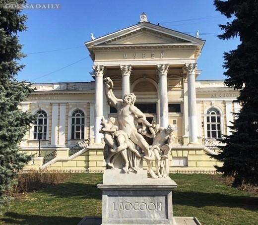 В Одессе отреставрируют поврежденную вандалами скульптуру Лаокоона