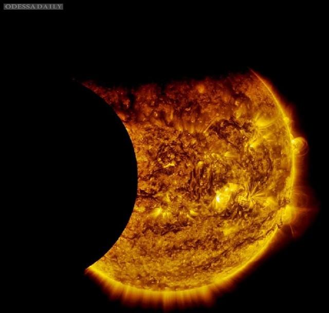NASA показало полное солнечное затмение. Видео