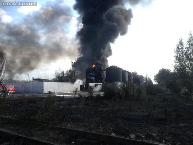 Возобновился пожар на нефтебазе под Киевом