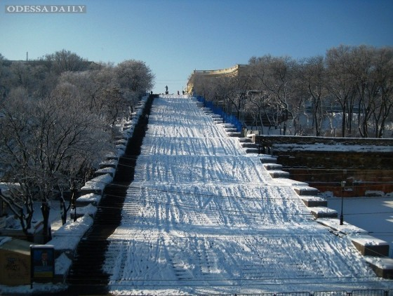 В Одессе из Потемкинской лестницы сделали спуск для экстремалов (видео)