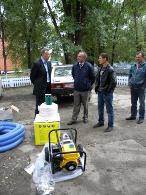 Николай Скорик оказал помощь жителям подтопленных домов Тарутинского района