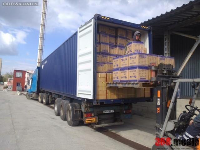 В Ильичевском порту таможенники занимались контрабандой брендовой одежды
