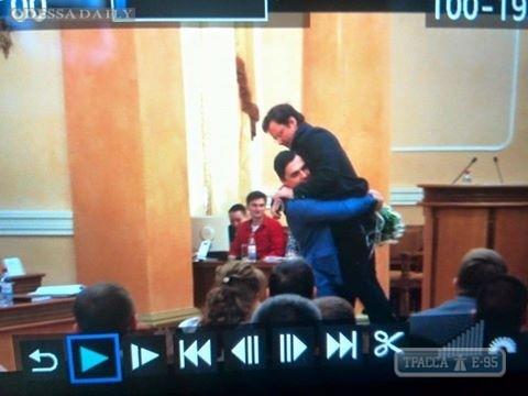 Саша Боровик назвал Одессу худшим городом, а депутаты схватили его за талию и вынесли из зала