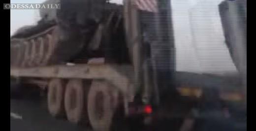 Колонна военной техники движется по территории России в сторону границы с Украиной - ВИДЕО