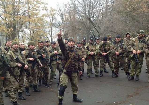 Русский мир в Донецке: вооруженные чеченцы танцуют лезгинку в городе. ВИДЕО
