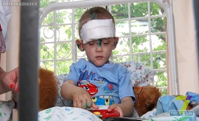 Найденного в Одессе мальчика избивала мать