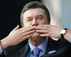 Допрос Януковича перенесли