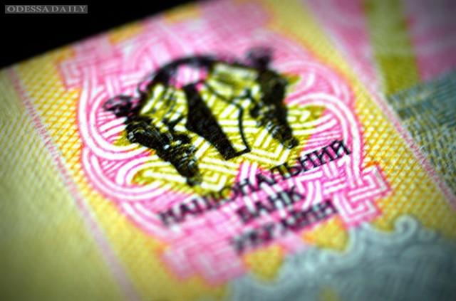 НБУ опустил официальный курс гривни до 21,97 грн/доллар