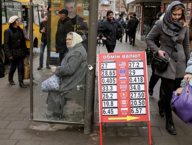 Курс гривны кдоллару намежбанке начал неделю падением на13 копеек