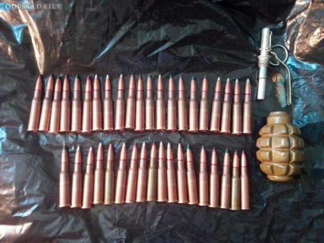 Одесская СБУ задержала подпольного торговца оружием.