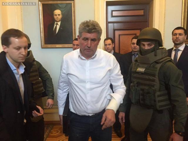 Детективы НАБУ задержали одесского судью-стрелка в здании Верховной Рады (видео)