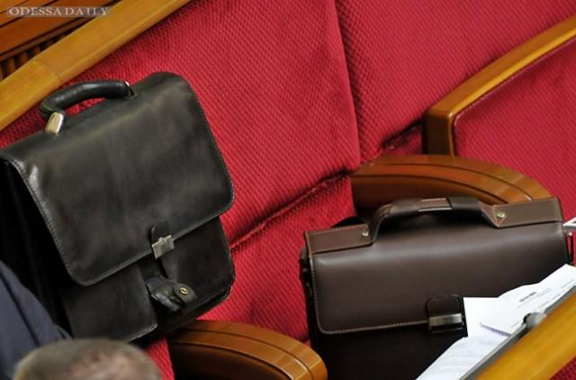 Рада направила в КСУ два проекта о снятии депутатской неприкосновенности