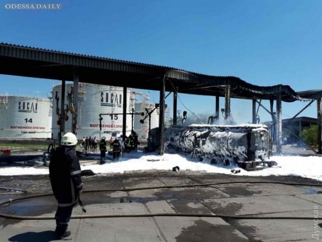 Пожар на нефтебазе тушили 60 спасателей: пострадали водитель бензовоза и сотрудник базы