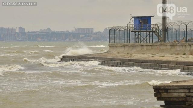 У берегов Одессы вспенилось море