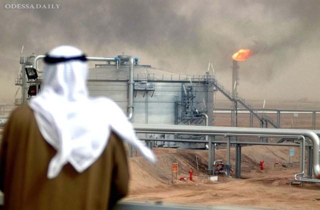 Саудовская Аравия обвалила цену на нефть до $78 за баррель