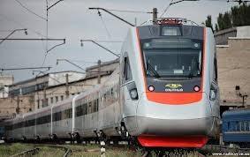 Украина не намерена закупать импортные электропоезда – Азаров