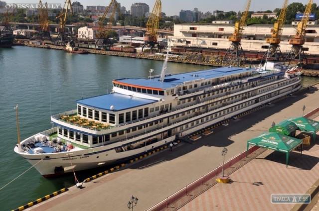 Теплоход Принцесса Днепра будет возить туристов из Одессы в Киев