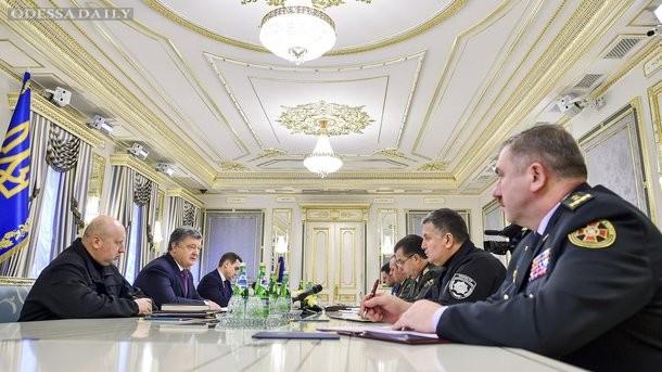 Порошенко проводит совещание с силовиками по ситуации в Авдеевке