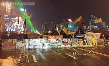 Ночь на Майдане прошла спокойно, обошлось без штурма