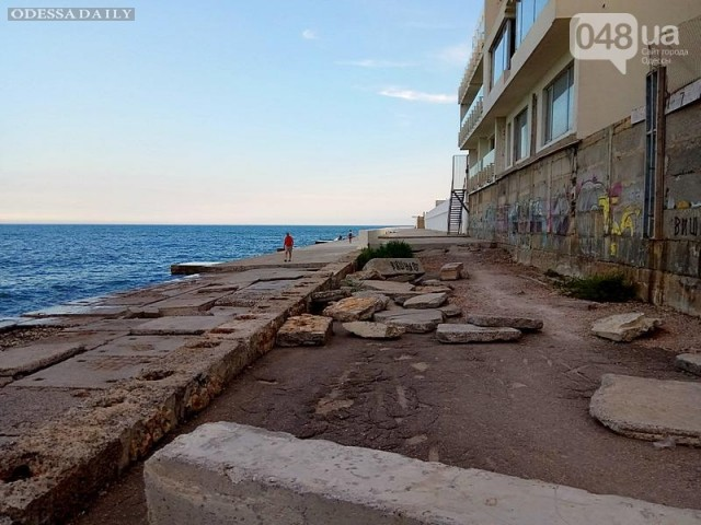 В Одессе растет свалка на набережной Аркадии