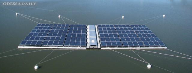 Сингапур построит плавающие солнечные электростанции