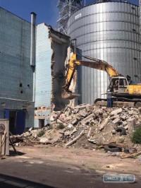 В Одесском порту сносят здание, которое мешало строительству нового терминала