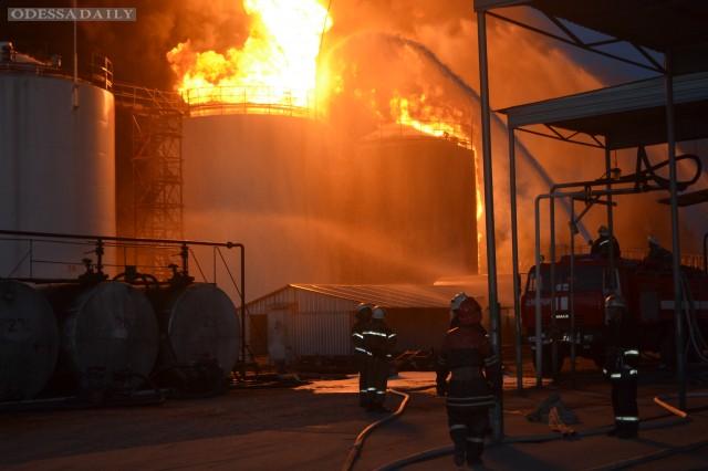 На нефтебазе под Киевом произошел взрыв, погибли пожарные, по тревоге поднята Нацгвардия – МВД