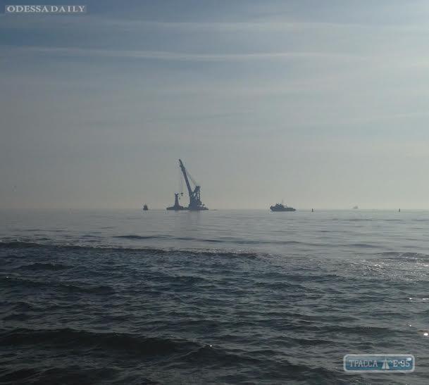 Операция по поднятию затонувшего катера началась у берегов Затоки под Одессой