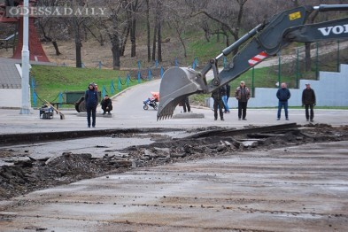 Что творится под Пересыпским мостом и и что уже успели сделать рабочие