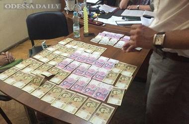 В Одессе декан факультета погорела на взятке