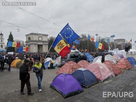 Участники антиправительственной манифестации в Кишиневе перекрыли центр города