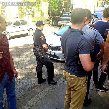 Одесская милиция конфискует 3 миллиона у двух валютчиков, которых увезли на эвакуаторе с рынка «Книжка», - генерал Лорткипанидзе