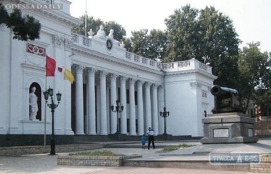Мэр Одессы уволил директора КП, отвечающего за вывоз мусора