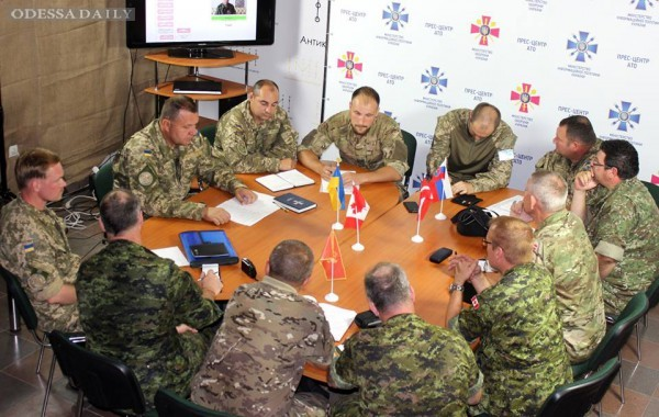Зону АТО в Донецкой области посетила инспекция из Канады