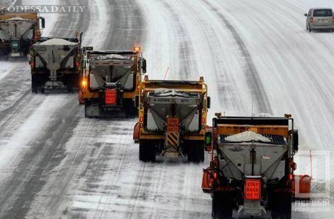 Снегопады вУкраинском государстве: вОдесской области навсе 100% запретили движение транспорта