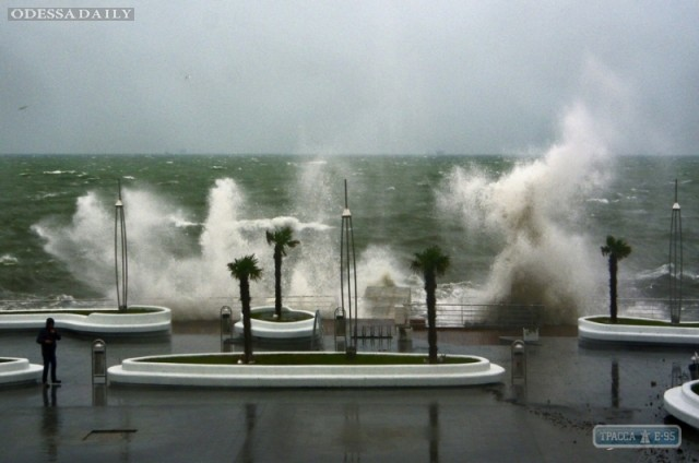 В ближайшие часы в Одесской области ожидается новый сильный шторм