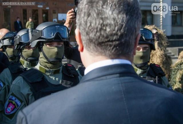 Саакашвили показал Порошенко спецназ, который создал под выборы