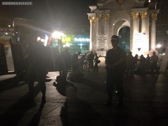 Люди в балаклавах снесли палатки на Майдане – соцсети