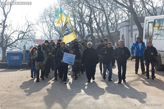 В Одессе протестующие разобрали автостоянку у скандального дельфинария