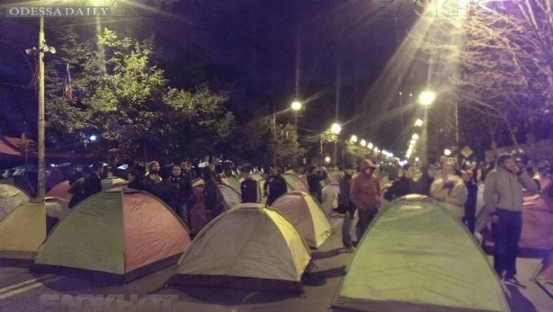 В Кишиневе протестующие запустили план Б - палатками перекрыли центр города