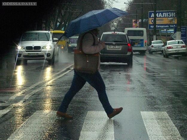 Доставайте зонтики и готовьтесь к пробкам: объявлено штормовое предупреждение