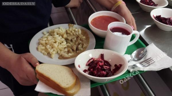 Одесские школьники до конца учебного года будут получать горячие обеды - мэрия