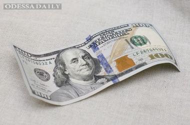 Обменники Украины снизили курс доллара