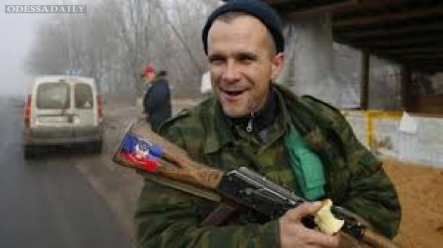 «Вежливые люди» в Луганске: «больной» сепар выбил прикладом зубы медсестре