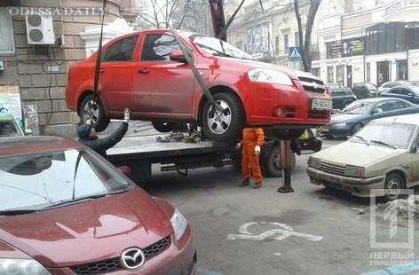 За две недели в Одессе оштрафованы сто водителей, нарушивших правила парковки