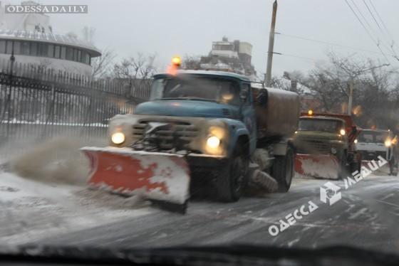 Одесским водителям на заметку: парковки очищены от снега