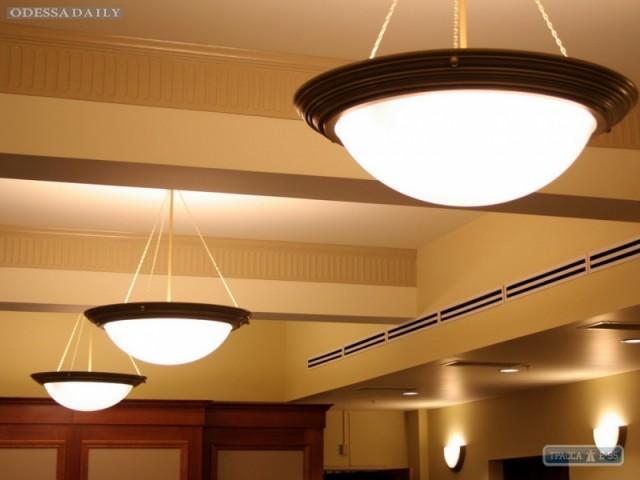 Горсовет возьмет кредит в 10 миллионов, чтобы купить лампы для освещения школ и больниц