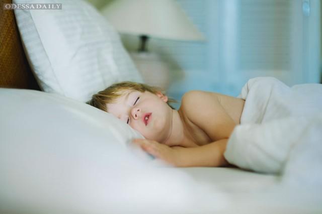 Бруксизм: почему ребенок скрипит зубами во сне