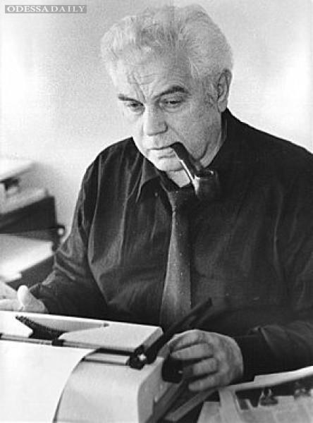 Одесское издательство выпустило книгу об известном журналисте Борисе Деревянко