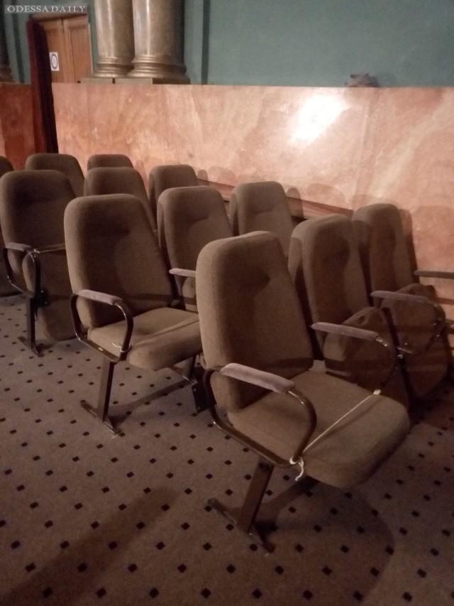 В Одесском ТЮЗе заменят кресла в зале